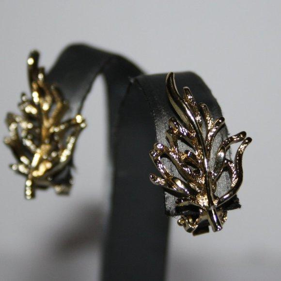 Vintage gold leaf clip on earrings